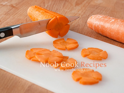 How to Cut Carrots to Flower Shapes