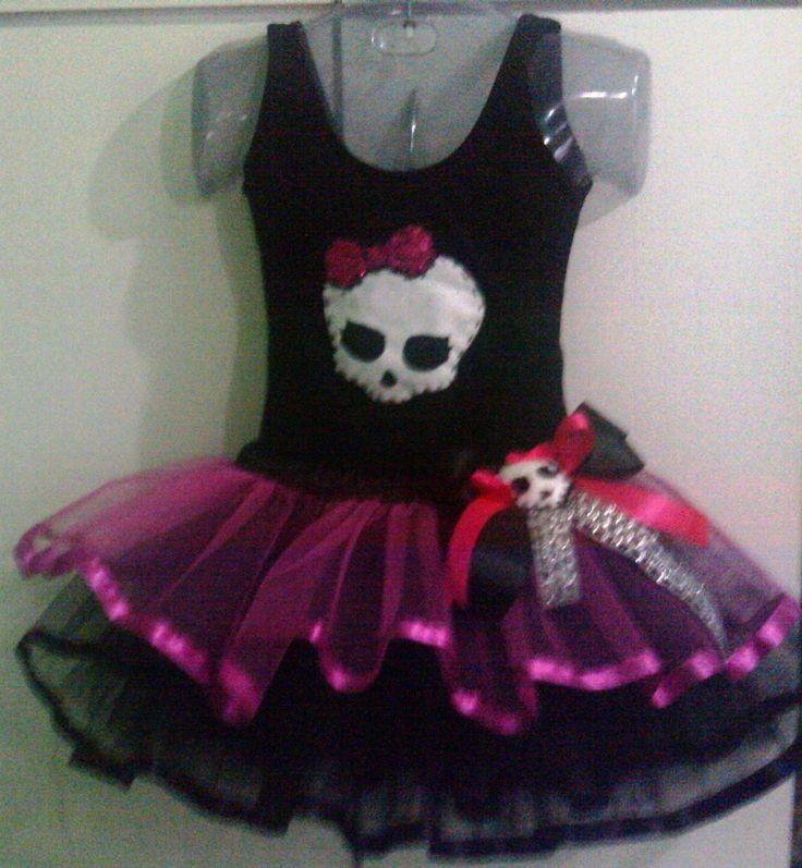 Roupa Monster High - Bruxa <br> <br>1 collant personalizado <br>1 saia de babados de filo com fita de cetim na barra <br>Para sua bruxinha parecer um bruxinha princesa!