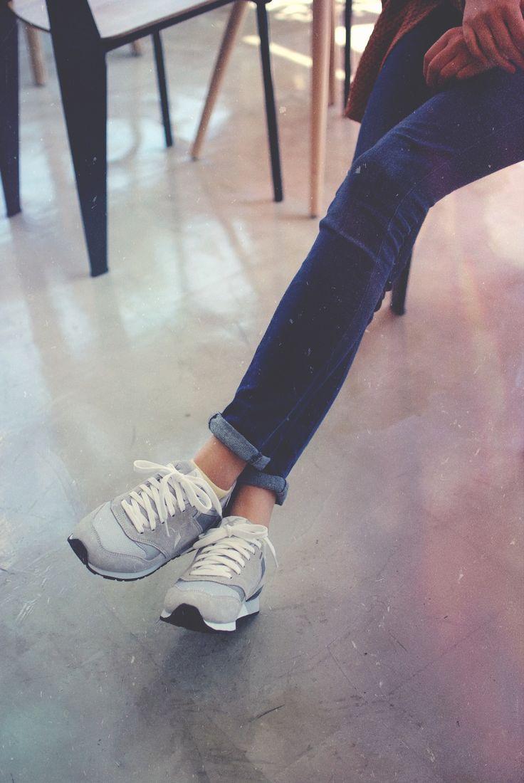 Vernu sneakers. Skinny jeans. Fall fashion. Autumn. www.iruly.com   #koreanfashion #streetfashion #sneakers #photography #sneakeroutfits