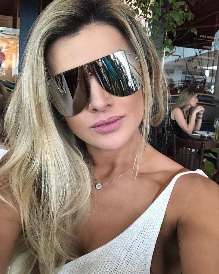É estilo máscara que vocês querem ! Que tal o Versace Frenergy 2180  😎  Garanta o seu em  www.envyotica.com.br 📷  misantosofici…   Shades and  Sunglasses in ... fd3b38f1f4