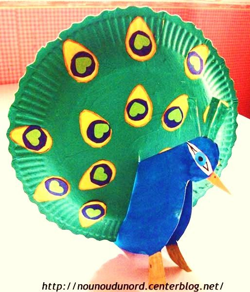 kids art - paper plate peacock, excellent idea .Paon avec des assiettes en carton #creativekids