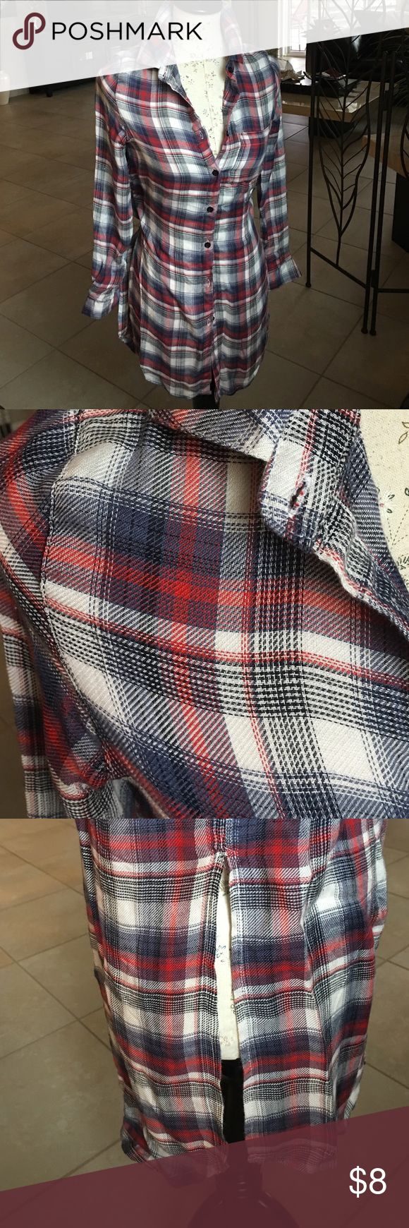 🍁🍂FLANNEL🍂🍁 Another SUPER CUTE, SUPER SOFT, light weight size xs long flannel shirt w/slits up each side and GORGEOUS colors of blue, red and off white. This would be nice w/leggings and ankle boots or can be tied at waist for a different look/style. EUC! Please ask ALL questions before purchase as ALL sales are final, AS IS/NO HOLDS, TRADES OR RETURNS! 🌺 Rue 21 Tops Button Down Shirts