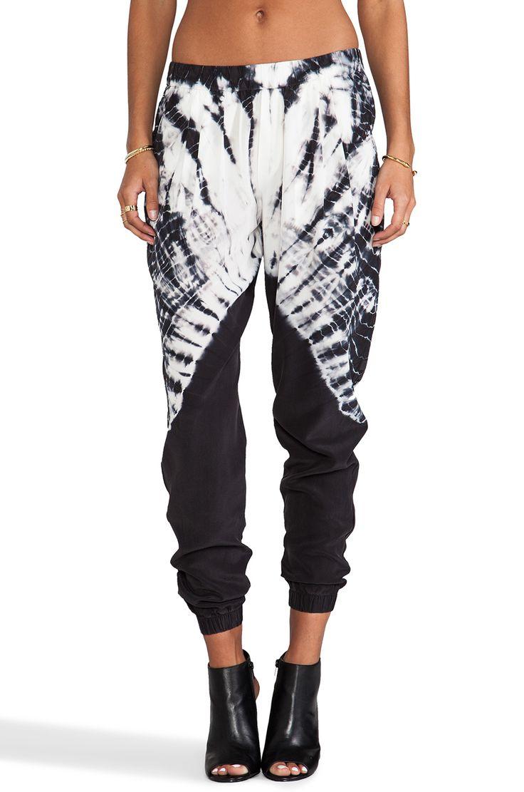 Gypsy 05 Silk Perfect Pant en Teñido de ataduras negro | REVOLVE