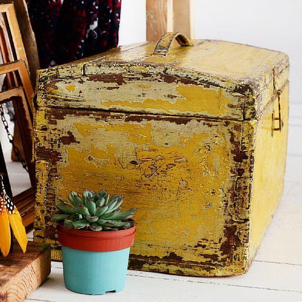 kuferek vintage yellow - BEFORE & AFTER REDESIGN | AGNIESZKA KRAWCZYK | BLOG | ARTYSTYCZNE MALOWANIE MEBLI | DEKORACJE | AKCESORIA DO WNĘTRZ | MEBLE Z ODZYSKU