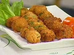 Chicken Cheese Balls is delicious snack dish. It is prepared with chicken mince, green onion and cheese. Dipped in eggs, coated with bread crumbs and deep fried. Make it in Ramadan.