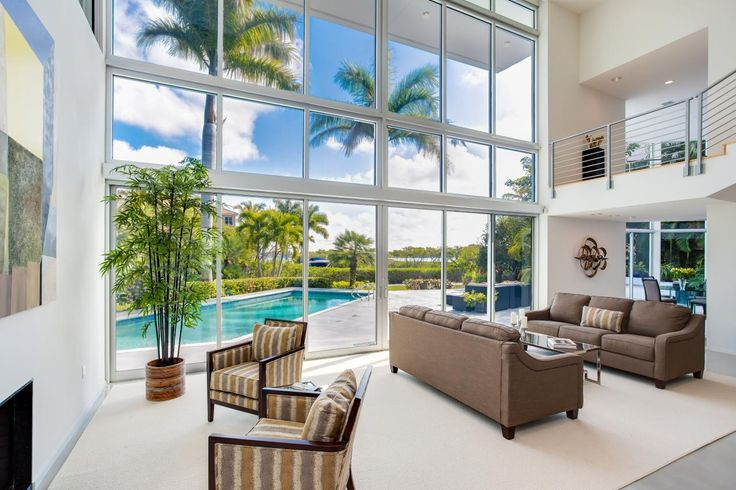 Tour a tranquil glass house in sarasota florida for Tranquil living room ideas