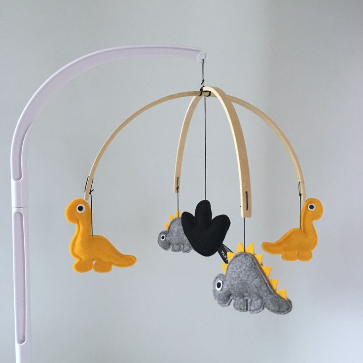 Muziekmobiel DINO - boxmobiel - Muffie & Snuffie - vilt - babykamer - kinderkamer - handgemaakt - baby - zwanger - kraamkado
