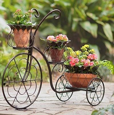 Bike garden idea image via Celebrating Life on Facebook at www.facebook.com/CelebratingLifeNow