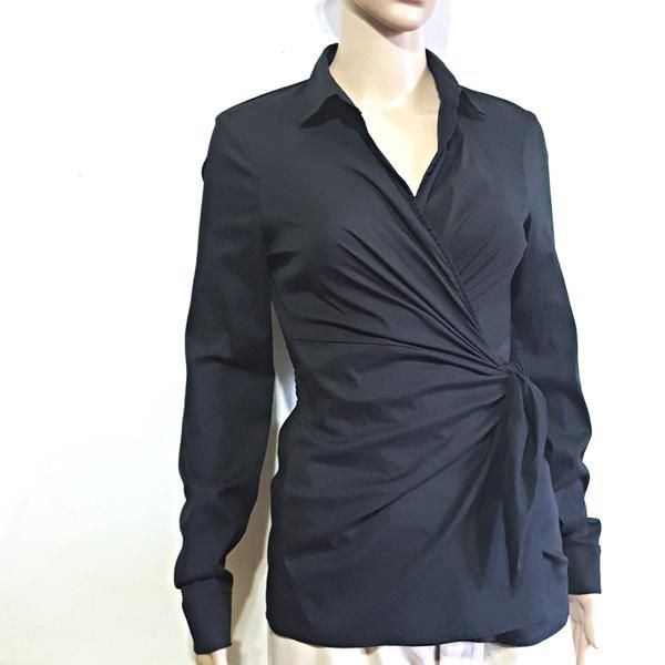 Classic cotton blend wrap top, in excellent preloved condition. Size Medium  71% cotton