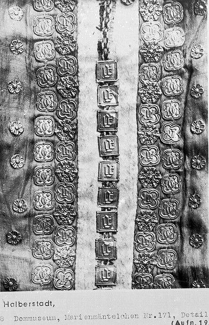 14th century Dom und Domschatz Halberstadt. https://www.deutsche-digitale-bibliothek.de/item/AMUJ7GUCB3NINHWEJ5ONAYDGLRGARWIK