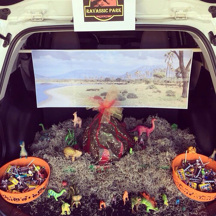 Dinosaur trunk or treat | Halloween | Pinterest | Trunks ...