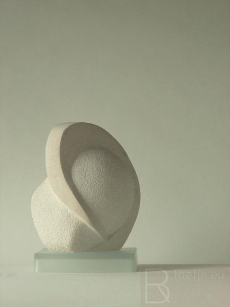 Geborgen, Pierre de lens (kalksteen).