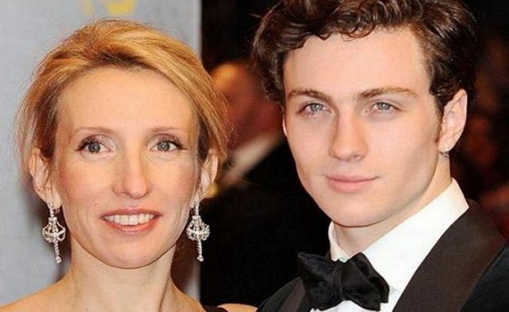 Аарон Тейлор-Джонсон и Сэм-Тейлор Вуд, в браке 4 года. Аарона вовсе не смущает большая разница в возрасте — 24 года. Он счастлив с Сэм. Пара познакомилась во время съемок киноленты «Анна Каренина».  НАЗА