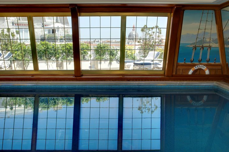 The hotel's unique sixth-floor pool with panoramic views over #Montmartre and #SacreCoeur.
