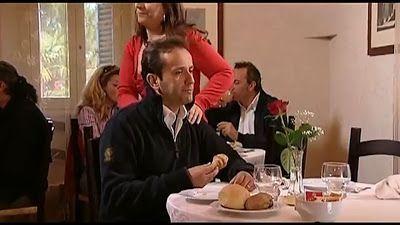 [VIDEO RISATE] Uccio De Santis chiama la sua fidanzata al ristorante... FA TROPPO RIDERE!!! Uccio De Santis, nato a Bari il 12 settembre 1965, e' un attore, comico, cabarettista e personaggio televisivo italiano. Appassionato di spettacolo sin da bambino, dopo aver lavorato come animatore i #ridere #barzellette #video #risata #umorismo