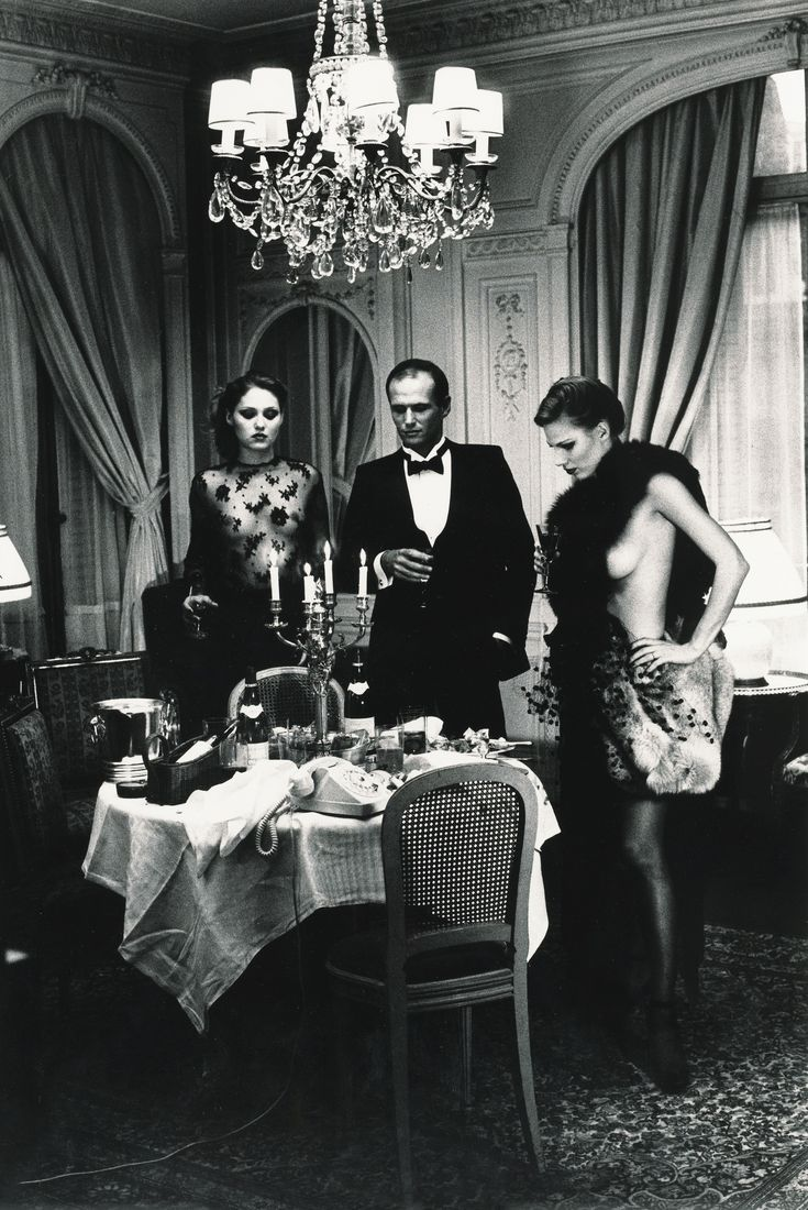 HELMUT NEWTON (1920 - 2004) HOTEL SUITE I, AFTER DINNER, PARIS (DE PRIVATE PROPERTY I), 1977 SILVER PRINT, PRINTED LATER. ON THE REVERSE, SIGNED IN PENCIL AND WITH THE PHOTOGRAPHER'S COPYRIGHT STAMP. Estimate 4,000 — 6,000 EUR LOT SOLD. 5,625 EUR (Hammer Price with Buyer's Premium) Image 36,2 x 24 cm, feuille 40,4 x 30,2 cm