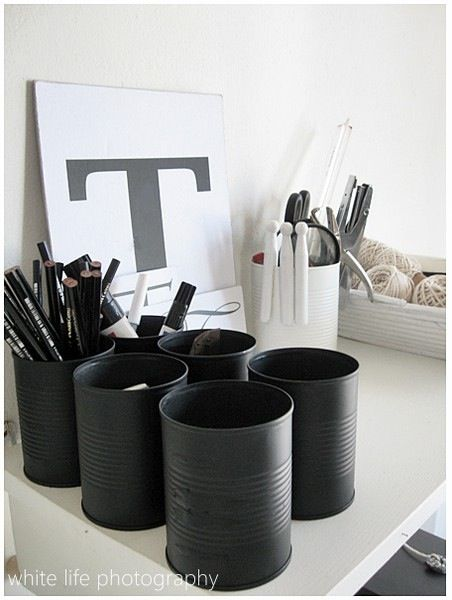 Peindre de boîtes de conserve en noir