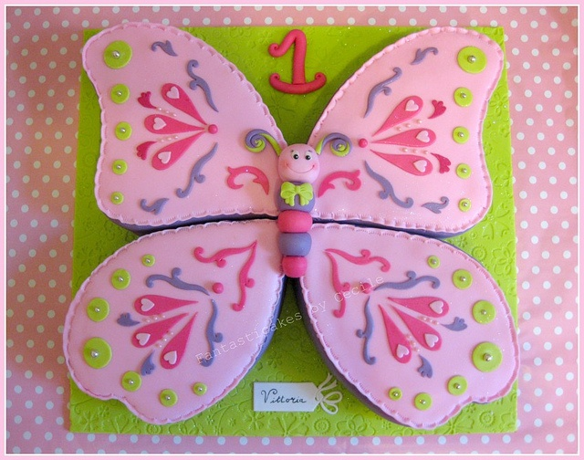 Sweet Butterfly Cake - this is my favorite of the butterflies... the cute face and the flat icing... it's time to learn fondant!!!