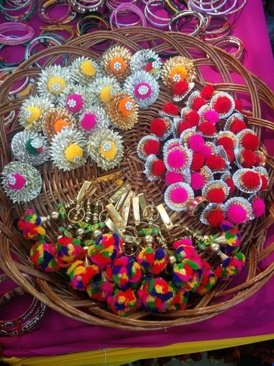 Indian Wedding Return Gift Ideas: 1000+ Ideas About Indian Wedding Favors On Pinterest