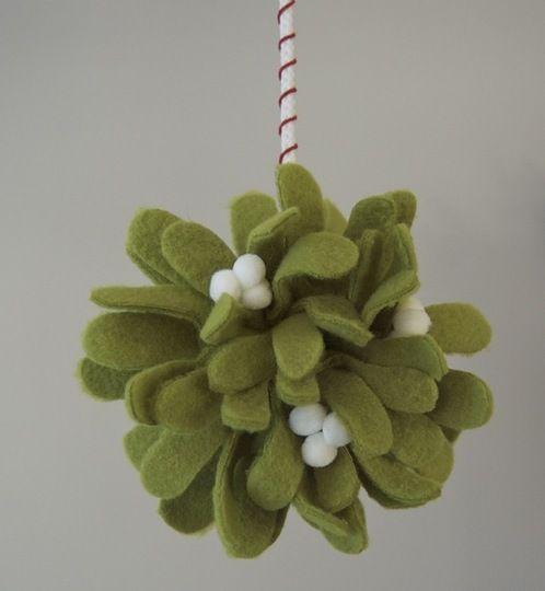 DIY Mistletoe Kissing Ball: Mistletoe Kiss, Christmas Time, Christmas Crafts, Felt Mistletoe, Kiss Ball, Apartment Therapy, Diy Mistletoe, Kissing Ball, Diy Christmas