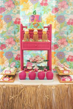 You won't believe what this darling Luau Party dessert table centerpiece is! Such a great idea!!
