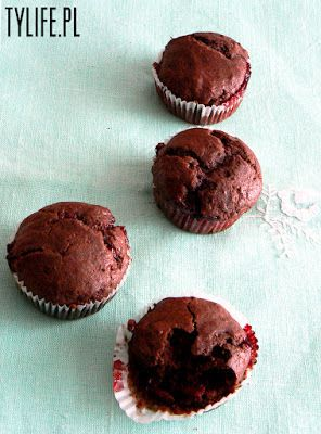 Taste Your Life - blog kulinarny : Czekoladowe muffiny z konfiturą wiśniową.