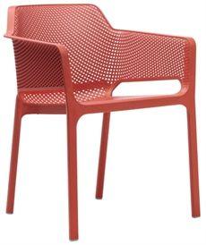 Net trån Nardi har en perforerad design och finns i flera olika färger. En karmstol som passar lika bra inomhus som utomhus. #stolar #restaurangstolar #cafestolar #nardi #dialoginterior