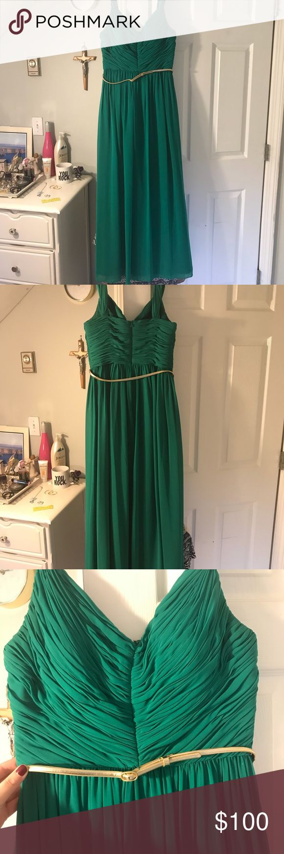 Kelly Green Prom Dress! Beautiful Kelly Green Prom Dress, feel like an elegant queen for your night out! Only worn once! Perfect condition! Dresses Prom