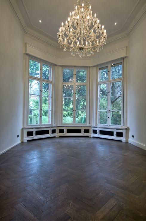 Te koop - Herenhuis 7 slaapkamer(s)  - bewoonbare oppervlakte: 1.400 m2  - Uitzonderlijke woning op een uitstekende locatie, met meer dan 1400m² bewoonbare ruimte en voorzien van al het nodige.Deze woning vormt ons inziens   - beveiligde toegang (alarm) - bouwjaar: 1908-01-01 00:00:00.0 - wasplaats - dubbel glas - dressing 7 bad(en) -   3 gevel(s) -   - met zwembad - eetkamer