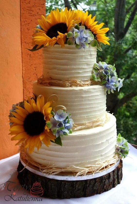 Sunflower wedding cake by Cakes by Katulienka - http://cakesdecor.com/cakes/284150-sunflower-wedding-cake