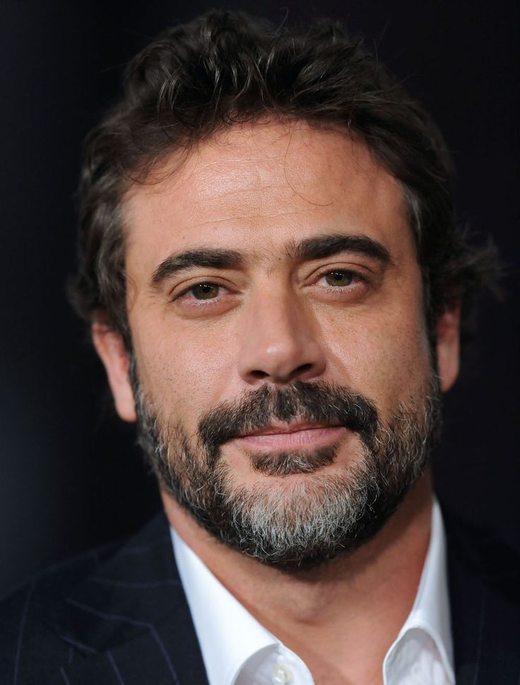 Jeffrey Dean Morgan - Just found out Hilarie Burton had his first born :( Nooooo! Glass shattered.