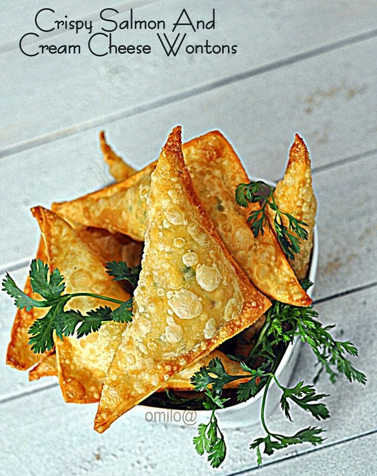 Something about food ...: Crispy Wonton-cakes with salmon and cream cheese