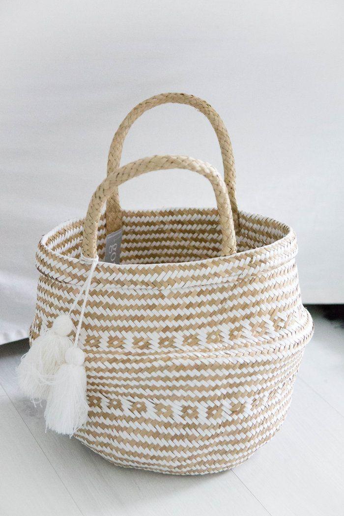 Round Basket With Handle And Tassels Natural White Korb Korbtasche Und Dekoration