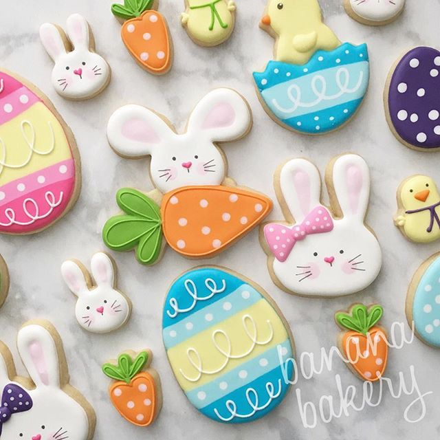 I loved making Easter sets this year with my adorable new cutters from @kaleidacuts @sweetleighprinted and @trulymadplastics (TMP cutter was in my #cookiecon2017 swag bag! 💜) And as usual the awesome backdrop from @inkandelmbackdrops 😍