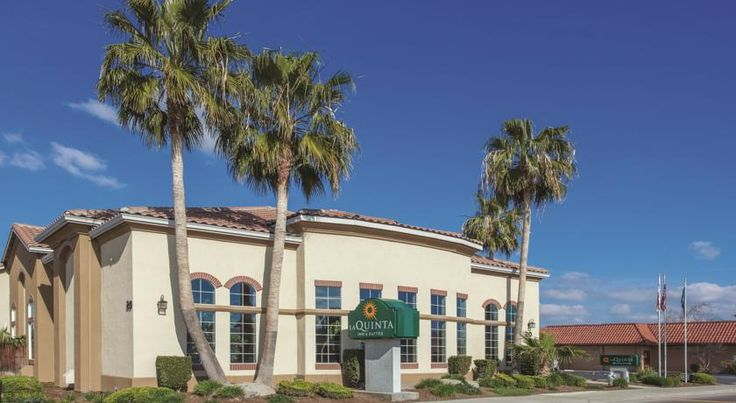 La Quinta Inn & Suites Los Banos Los Banos This 2-storey inn is minutes from Interstate 5. The inn features an indoor pool and gym while rooms include cable TV with free WiFi.  Guest rooms at La Quinta Inn & Suites Los Banos provide a refrigerator and a coffee maker.