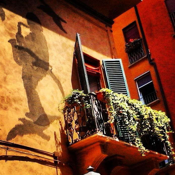 Bologna, Via d'Azeglio,  la casa di Lucio Dalla foto di Marco Nenzioni