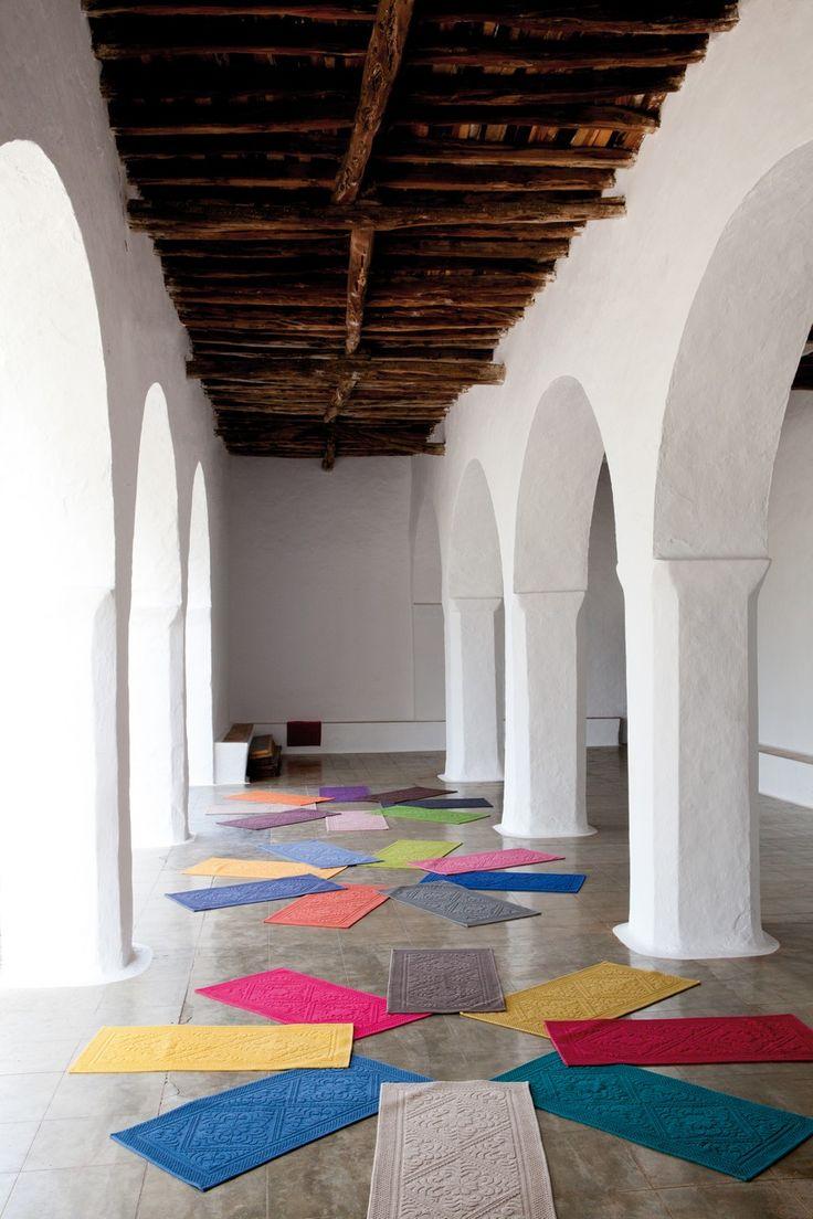 La collection ENZO de chez VIVARAISE vous présente ses tapis de bain aux couleurs unies qui apporteront à votre salle de bain une petite touche design avec leurs motifs piqués en relief. http://www.ma-deco-interieure.fr/nos-produits/toutes-les-marques-representees-par-ma-deco-interieure-presse-citron-ichendorf-hurbz-serax-iosis/vivaraise/decoration/1904-enzo-tapis-de-bain