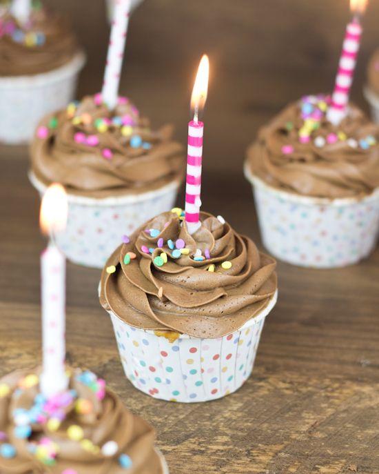 Objetivo: Cupcake Perfecto.: Oh Dios mío. Cupcakes de Snickers. (Cumplo 29 años)