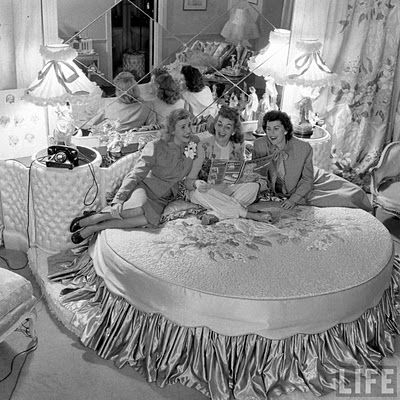 Hollywood Glamour, 1940's style : The Andrew Sisters