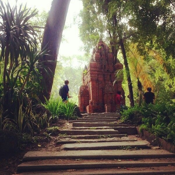 Saigon... Temple in nature