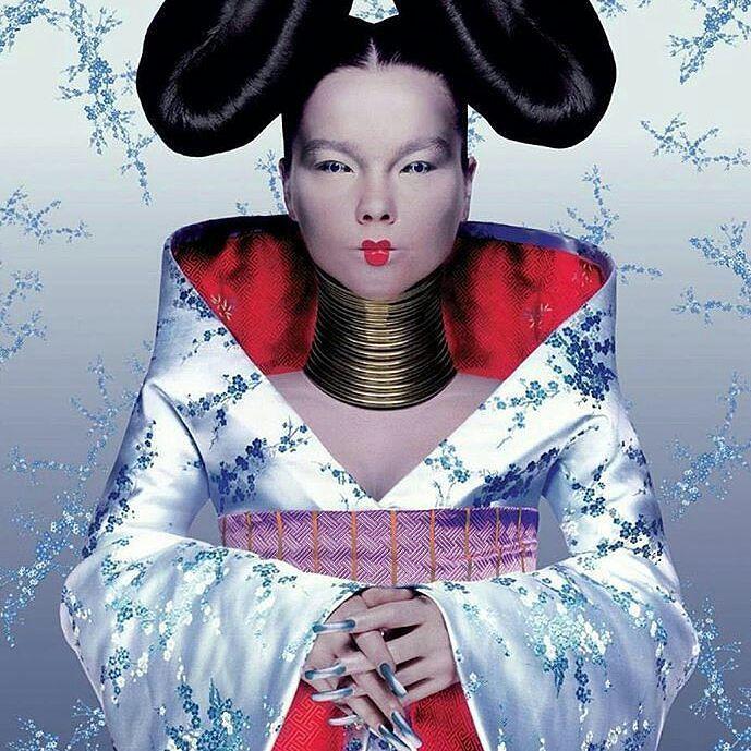 Necklace with ethnic inspiration for an avant-garde artist  Björk in the cover of Homogenic (1997) with a bespoke coiled neckpiece by Shaun Leane  Pic by Nick Knight. Regrann from @shaunleanejewellery  __________  Collar de inspiración étnica para una artista de vanguardia  Björk en la portada de Homogenic (1997) con un cuello en espiral de Shaun Lane  Foto de Nick Knight. __________  #DeJoyaEnJoya #FromJewelToJewel #JewelryBlog  #shaunleane #bjork #album #cover #artwork #homogenic…