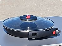 """Pfannenset """"Click & Cook"""" Ø 28 cm mit Deckel: Pfannengriff anklappbar."""
