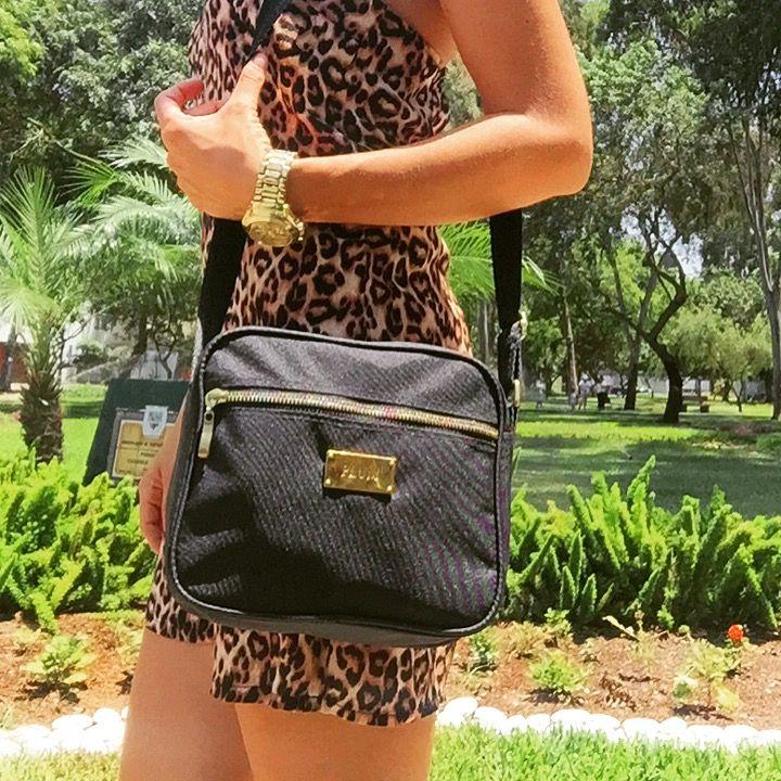 Carteras de moda y cuero para mujeres en PLUMSHOPONLINE.COM Leather and fashion womens handbags #bags #bag #moda #clutch #outfit #crossbody morral negro letizia
