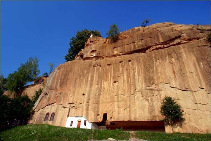 Manastirea Corbii de Piatra, Judetul Arges Romania