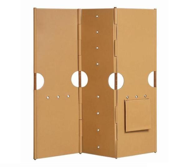 Paravent Pippa, disponible en poirier et cuir ou en érable ébénisé et cuir. L.138 x H.140 cm. Design Rena Dumas. Hermès.