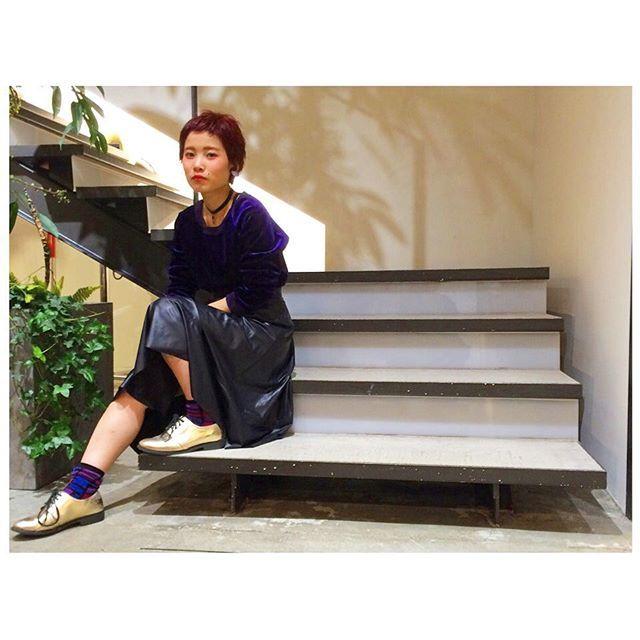 . こんばんわ! gem店の松田です  . 今日は昨日購入した紫のトップスを ポイントに紫をいろんなところに まぜてみました! . #gem#gembybuddyhair#buddyhair #buddyhair_fashionnews #purple #ファッション#メイク#ヘア#紫 #栄#美容師#美容院#サロン#名古屋 #紫芋コーディネート#hair#make