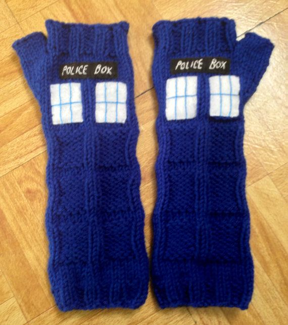 TARDIS- Doctor Who- Police Box- Sci-Fi Geek Armwarmers (too bad I already made fingerless gloves *crys in a corner*)