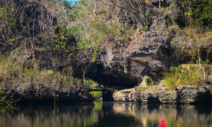 Celah Batu di Rammang-Rammang, Maros