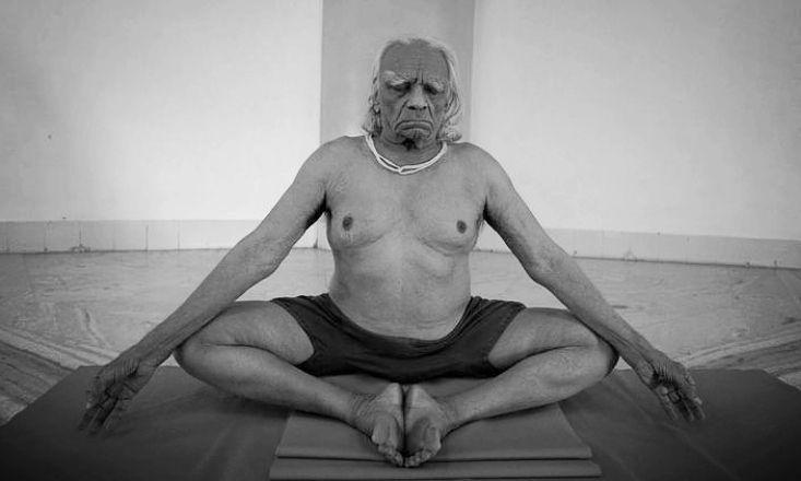 "5 Reasons Every Yogi Should Read ""Light on Yoga"" by B.K.S. Iyengar http://www.doyouyoga.com/5-reasons-every-yogi-should-read-light-on-yoga-by-bks-iyengar-96024/ @doyouyoga"
