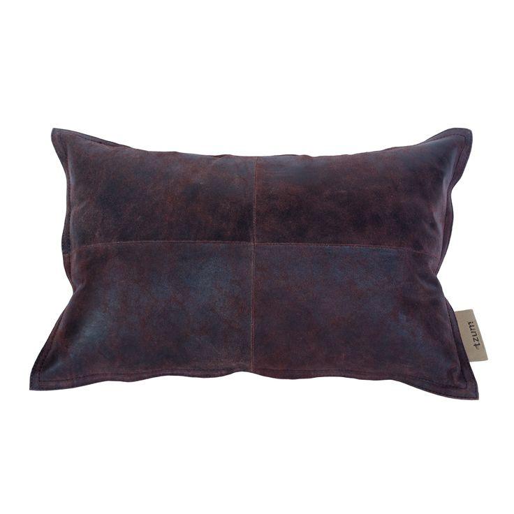 #byTzum for an easy lifestyle! Stoer warme chocolade bruine kleur #kussen Kalva van vintage leer. 58x38 cm, voor €49,95